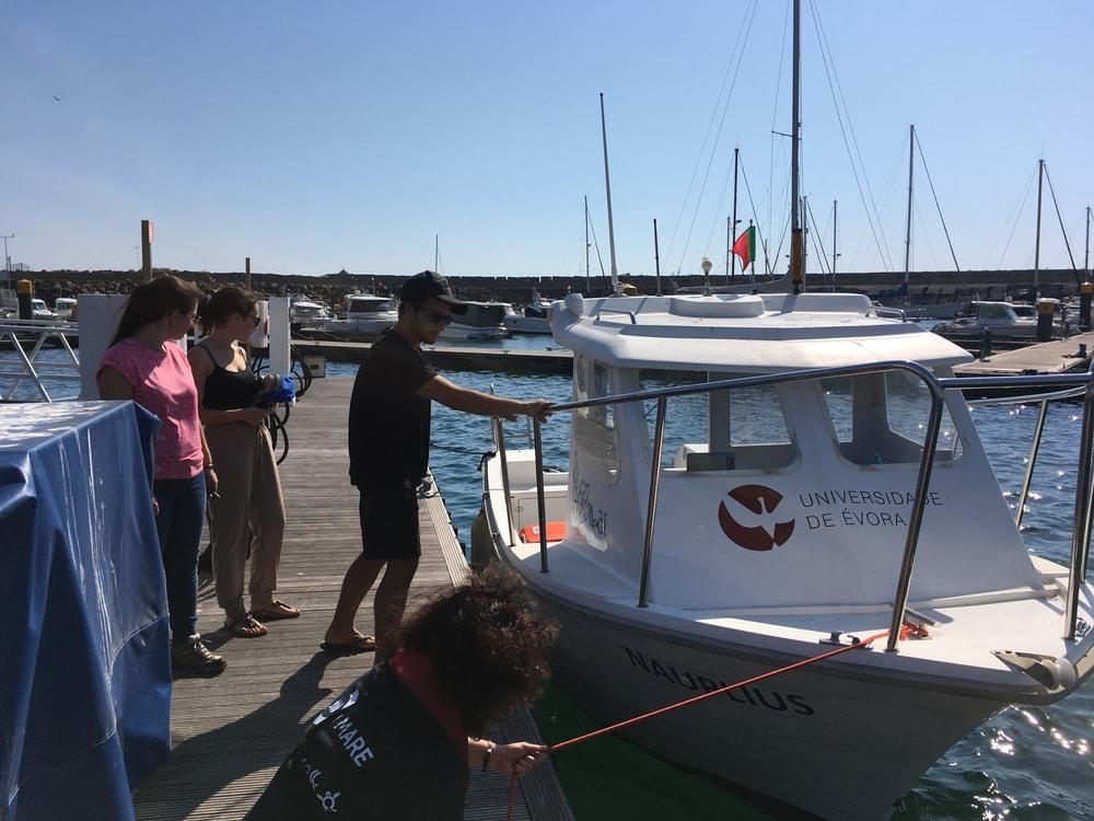 Equipamento trabalho de campo – Barco